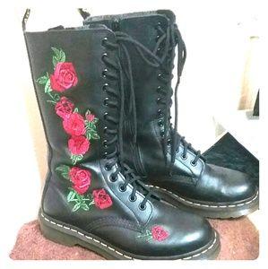 Dr. Martens Vonda boots